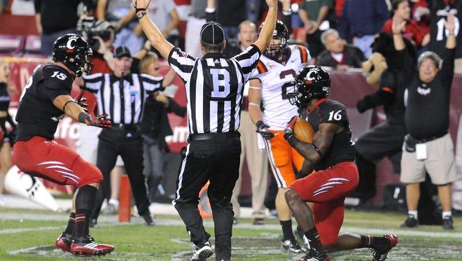 Cincinnati wide receiver Damon Julian makes the game-winning catch in the end zone to defeat Virginia Tech.