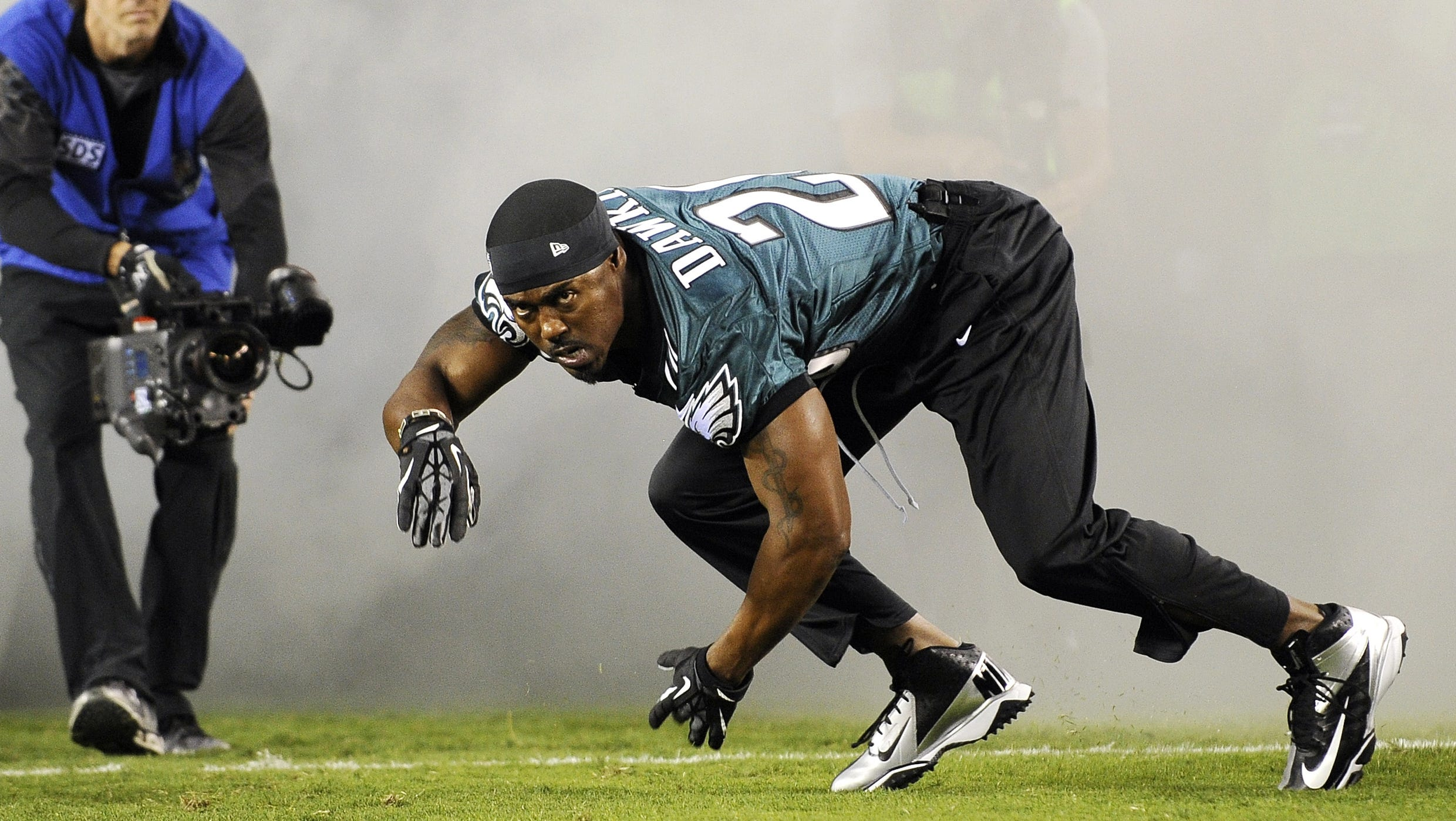 Brian Dawkins does pregame dance for Eagles before getting No. 20 ...