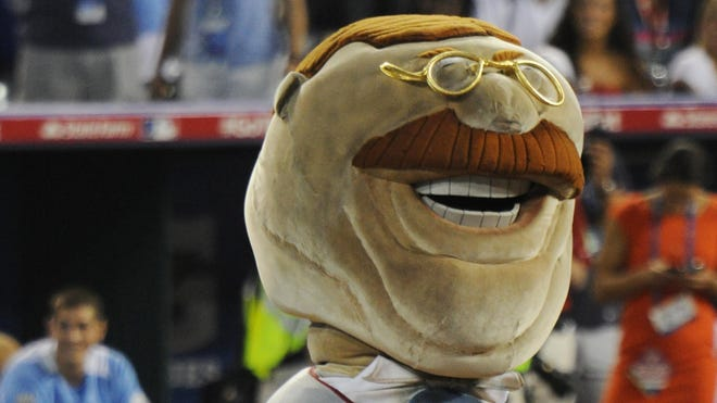 Teddy Roosevelt has finally won a race during a Washington Nationals' game.