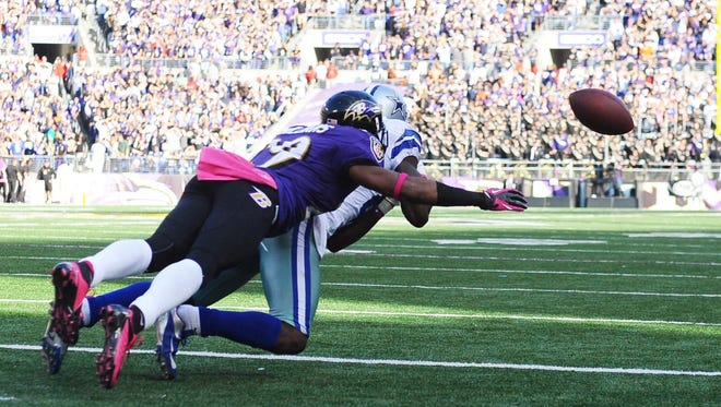 Dallas Cowboys wide receiver Dez Bryant fails to catch a pass for a two-point conversion as Baltimore Ravens cornerback Cary Williams defends in the fourth quarter Sunday.