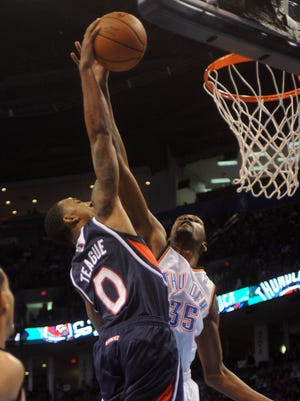 Hawks guard Jeff Teague dunks on Thunder forward Kevin Durant in a 104-95 win Sunday.