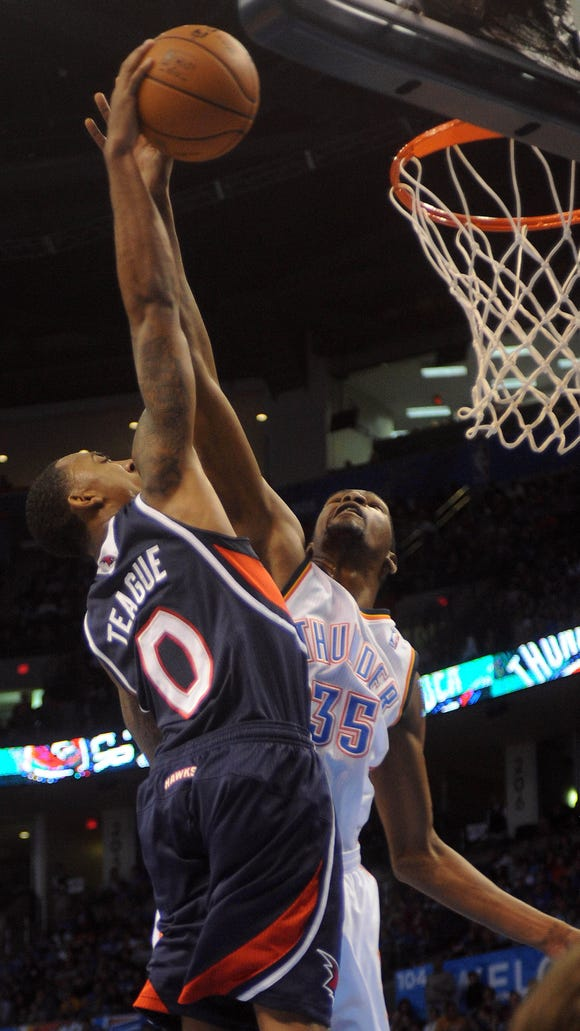 7ceb2877b567 Kevin Durant dunked on by 6-2 Hawks guard Jeff Teague (VIDEO)