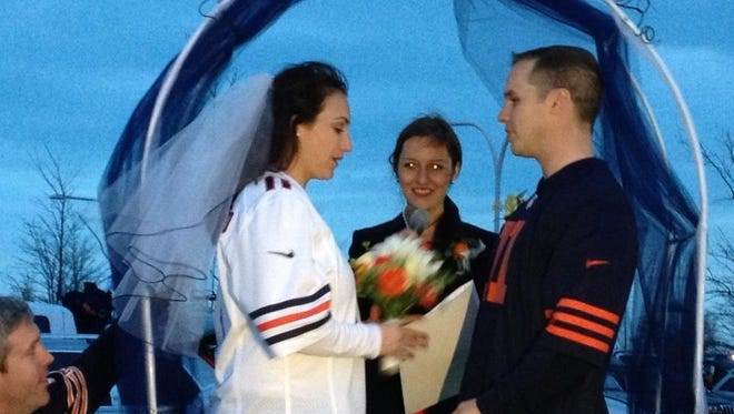 Jay Gottred and Kalli Jacobson wed before Sunday night's Bears-Texans game.