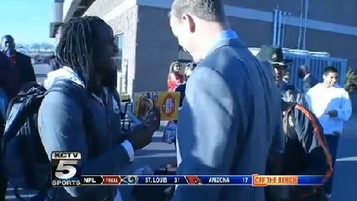 Jamaal Charles asks for Peyton Manning's autograph