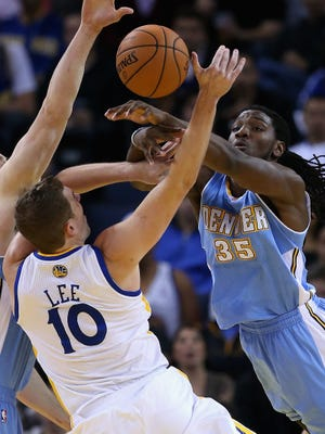 Nuggets forward Kenneth Faried defends Warriors forward David Lee during Thursday's 106-105 Golden State win.