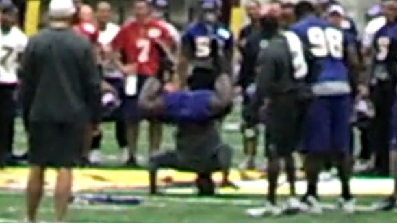 2012-12-21-vikings-breakdance