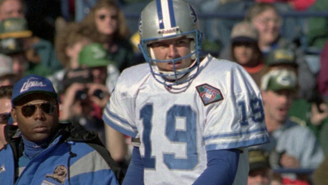 Lions quarterback Scott Mitchell, on Nov. 6, 1994, leaving the game against the Packers with a hand injury.