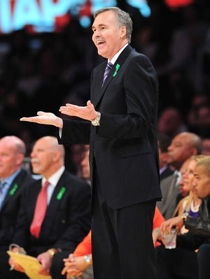 Lakers coach Mike D'Antoni shrugs off a foul call during Tuesday's game against the Knicks.