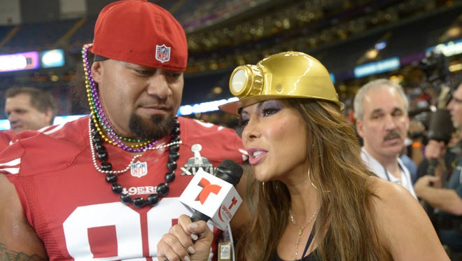 Lesson 1: Wear whatever you want. Deportes reporter Mireya Gisales wear a mining plastic hat during her interview with San Francisco 49ers nose tackle Isaac Sopoaga during way.