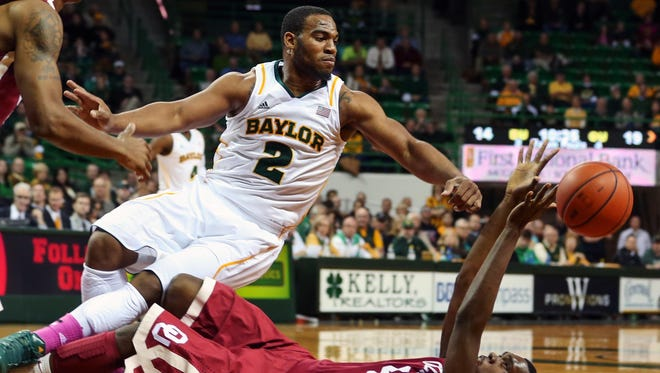 Baylor Bears forward Rico Gathers (2) battles Oklahoma Sooners forward Andrew Fitzgerald (4) for a loose ball during the first half of Wednesday's game.