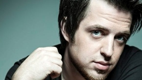 Lee DeWyze has signed with Vanguard Records.