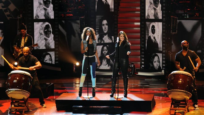Amber Holcomb and Kree Harrison perform 'American Idol.'