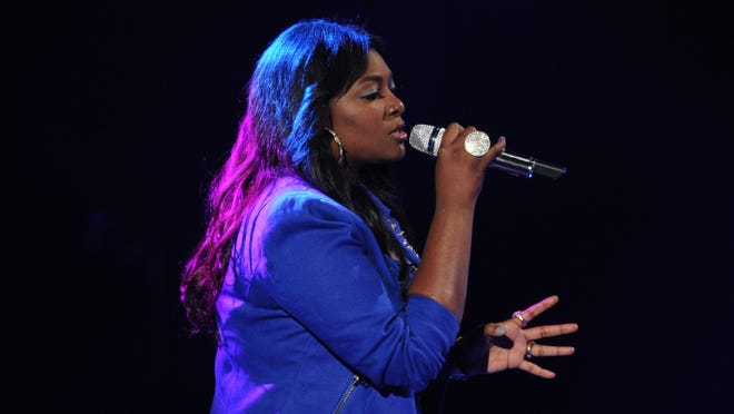 Candice Glover performs on 'American Idol.'