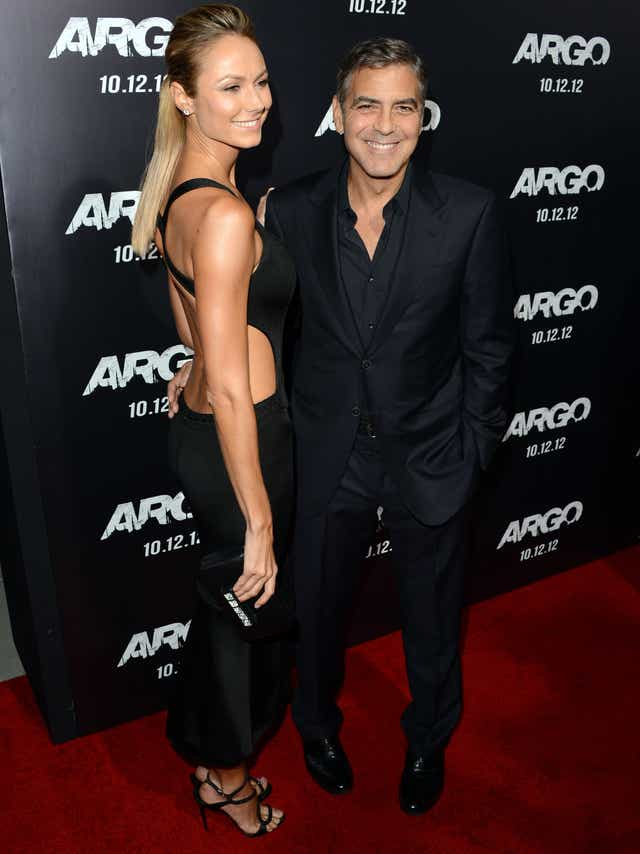 ¿Cuánto mide Stacey Keibler? - Altura - Real height Clooney-3_4