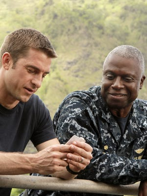 Scott Speedman as Sam Kendal, left, and Andre Braugher as Captain Marcus Chaplin in a scene from the series 'Last Resort.'