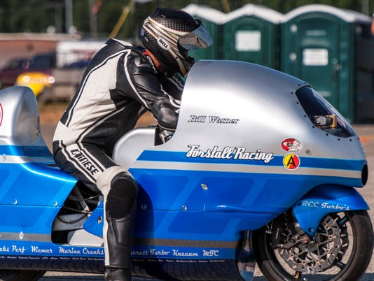 Man dies in motorcycle crash trying to reach 300 mph