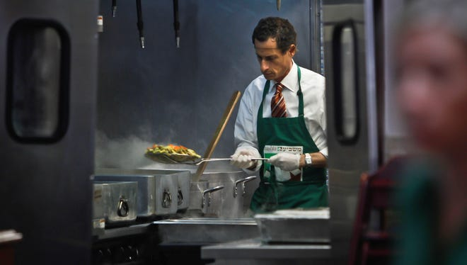 New York mayoral candidate Anthony Weiner prepares meals at Masbia, a food distribution center for the needy, on Thursday, July 25, 2013 in the Flatbush neighborhood of New York.
