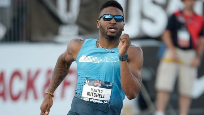 Manteo Mitchell runs 45.67 in a 400m semifinal to advance in the 2013 USA Championships at Drake Stadium.