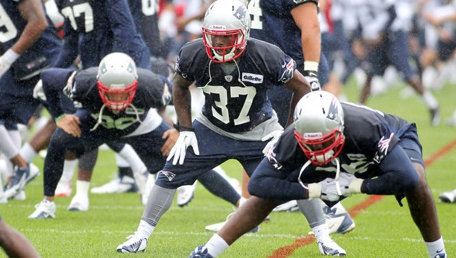 Patriots CB Alfonzo Dennard (37) works out with his teammates July 26.