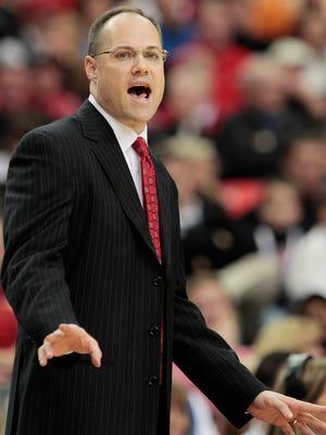 Georgia coach Mark Fox reacts to a play last season.