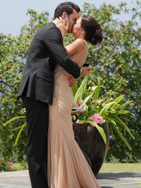 'Bachelorette' finale: Des gets a proposal