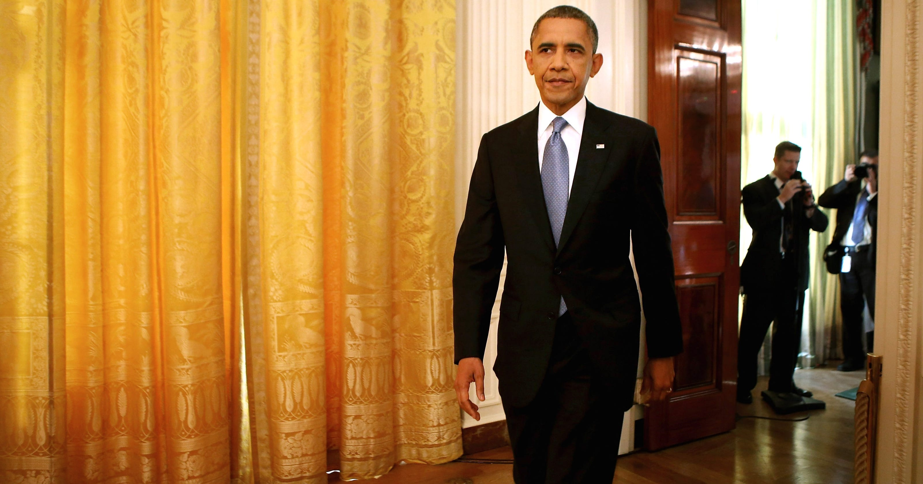 Obama seeks volunteer help on 'fiscal cliff'