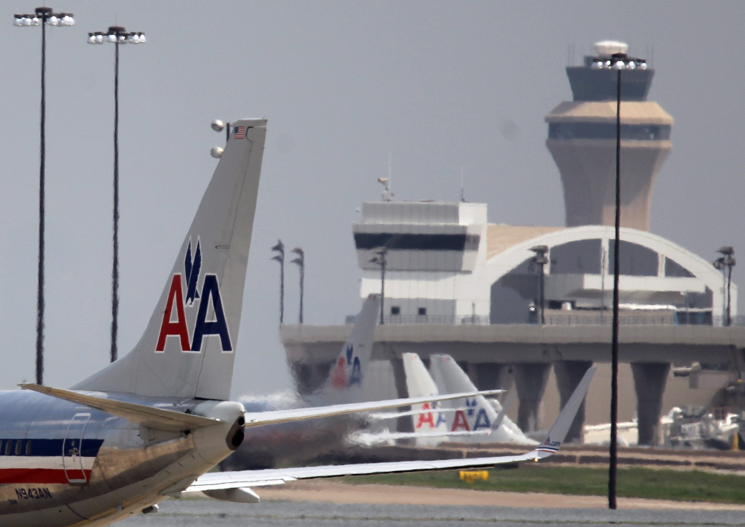 Flights into Dallas halted after reports of smoke at FAA facility