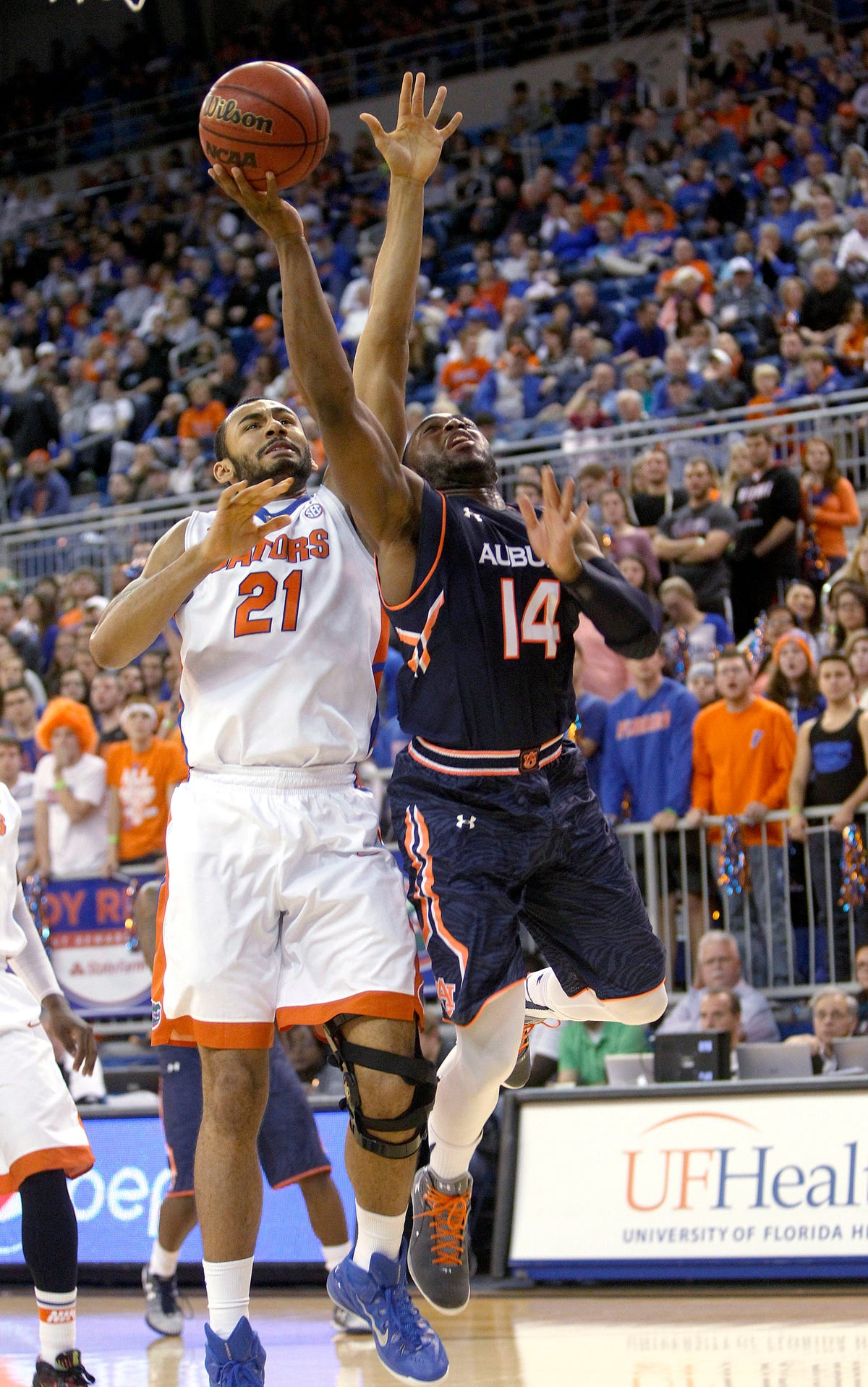 Florida beats Auburn 75-55 for 24th straight win in SEC play