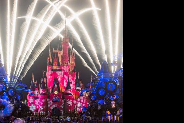 /presto/2018/11/15/USAT/b44bd68d-7e5c-4761-b13d-5b7e46da2915-Mickeys_Once_Upon_a_Christmastime_Parade_MK jpg