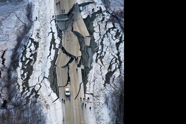 /presto/2018/12/03/USAT/ec9afc83-d05f-48b4-b27d-72e691e8a960-AP_Earthquake_Alaska 1 jpg