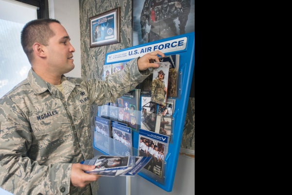/presto/2019/04/26/PPEN/5f39572f-f395-4de0-90ca-45dd0d737ecd-Air_Force_recruiter-009 jpg