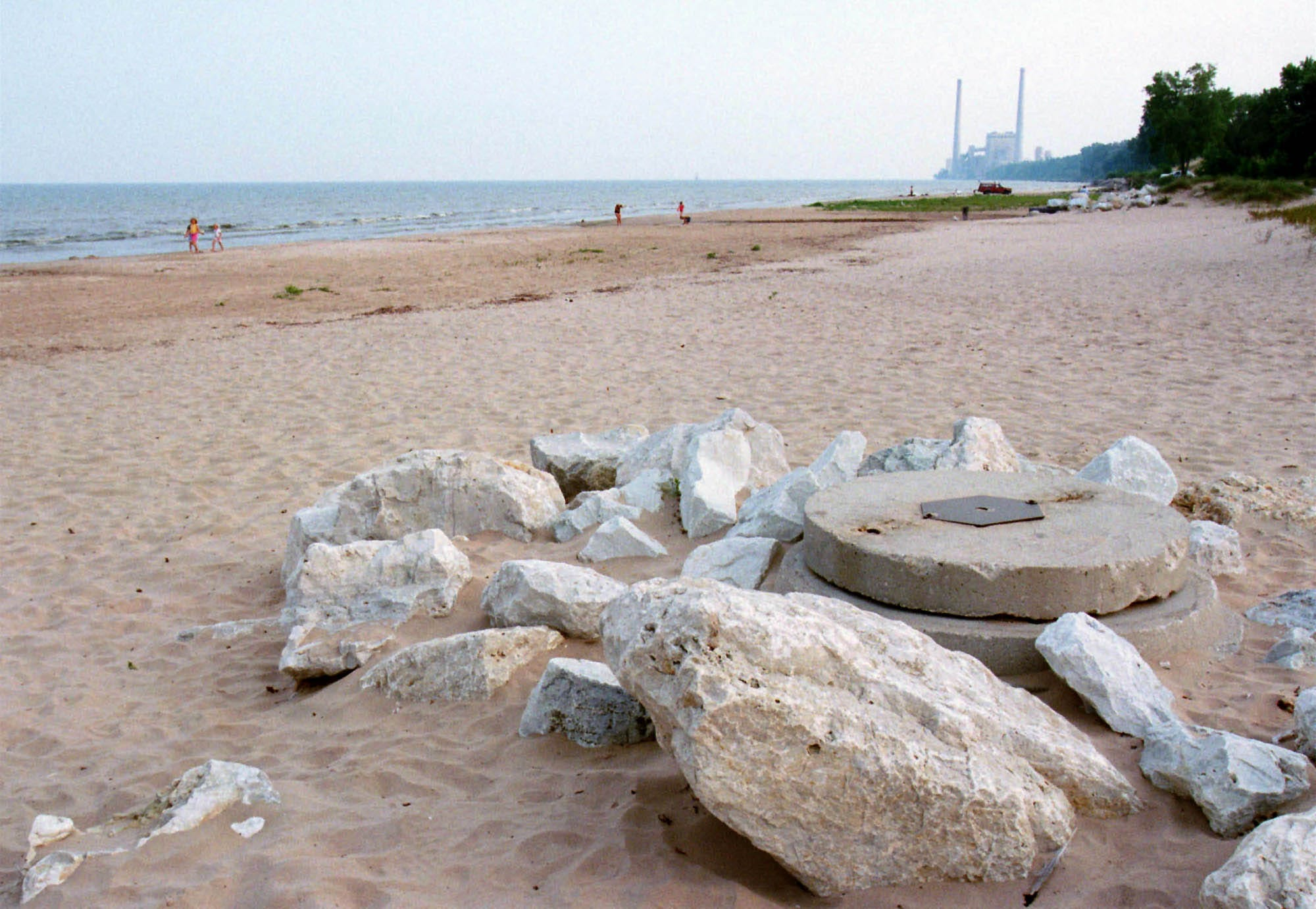 A Beach Scene From 1999 Shows Dramatically Lower Water Levels Than Lake Michigan In 2017 Near Sheboygan Wisconsin Have Surged