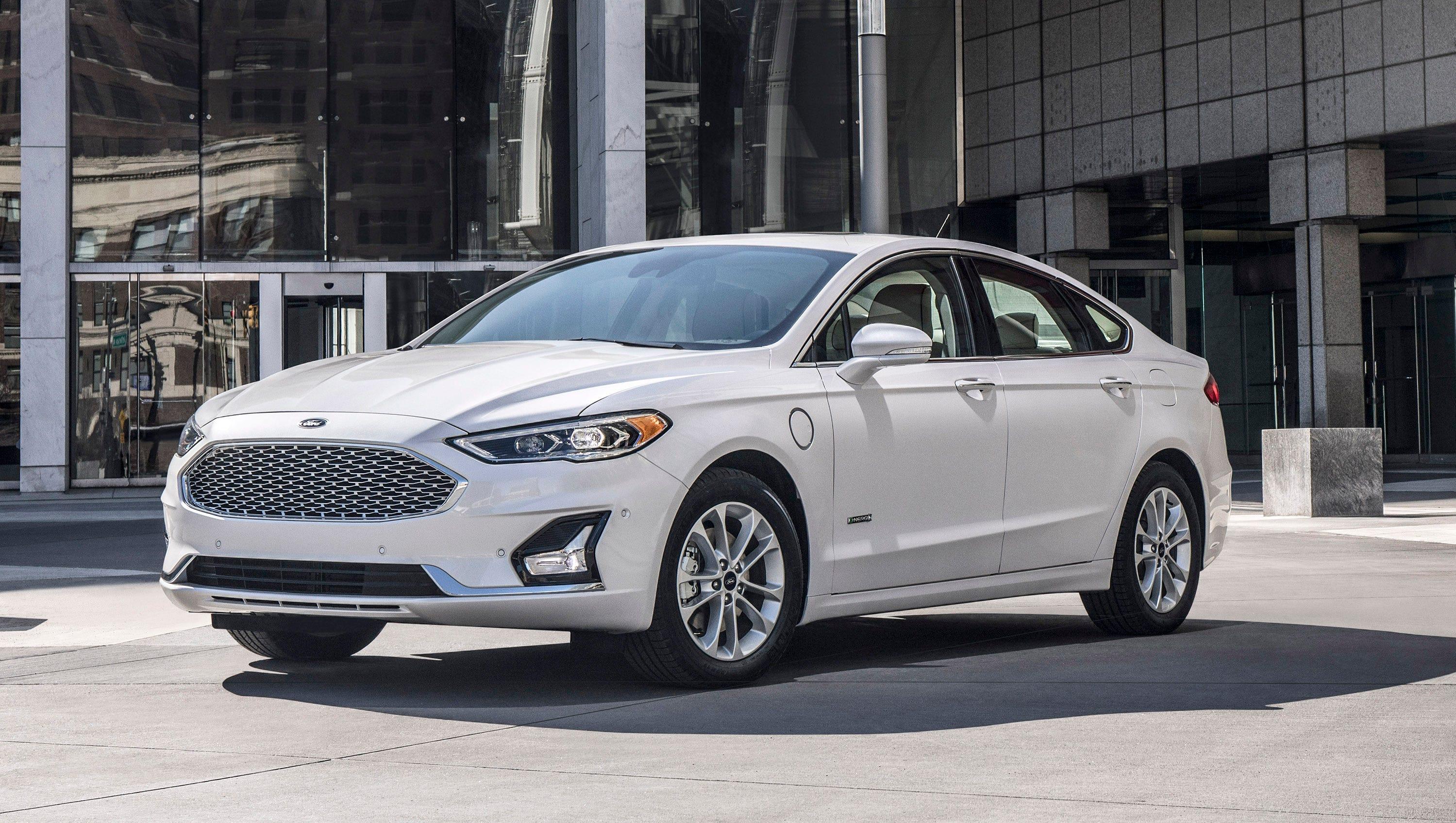 Ford plans to make fusion longer taller more brawny