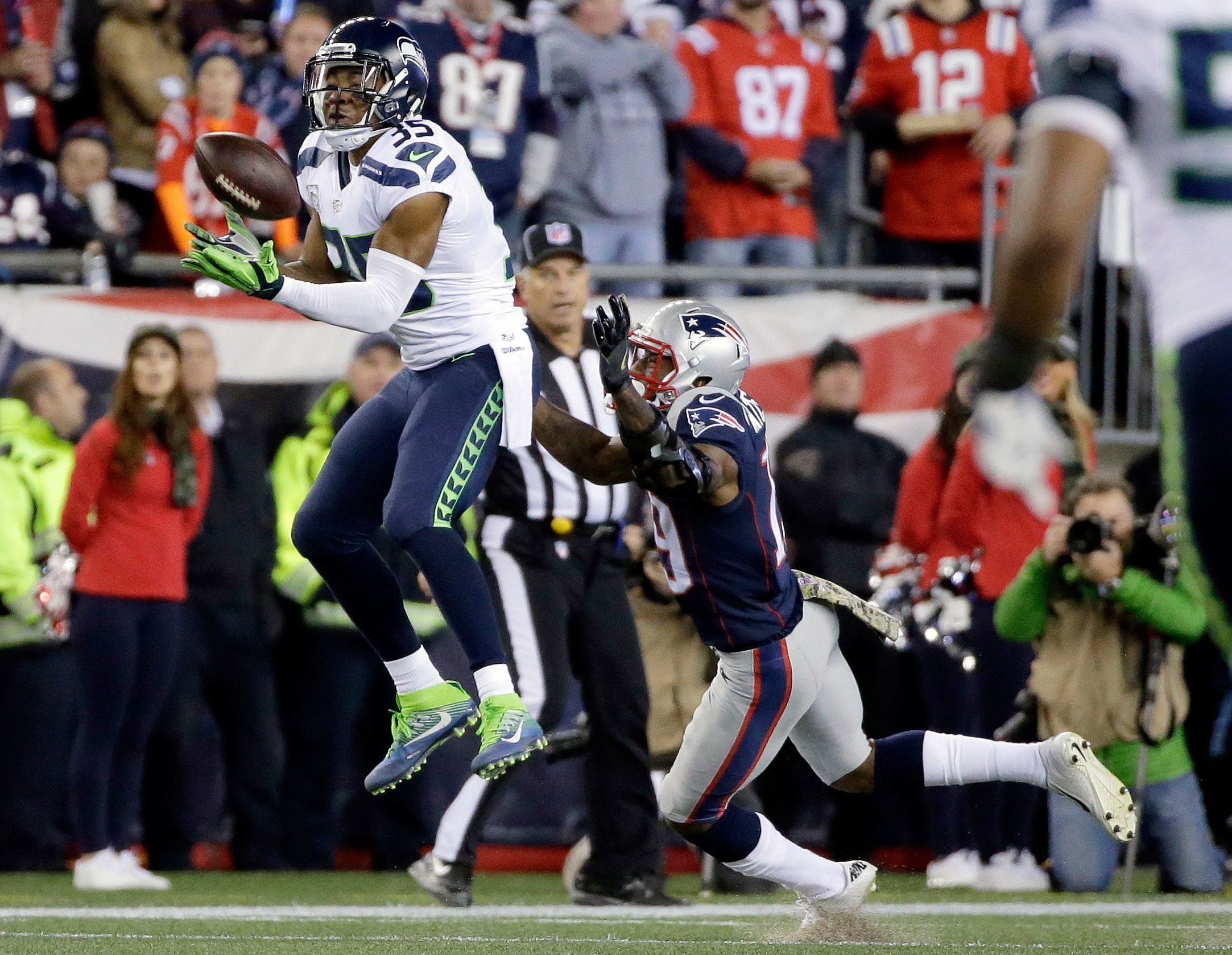 CB DeShawn Shead. Overall: 74. Speed: 86. Agility: 84. Awareness: 68.