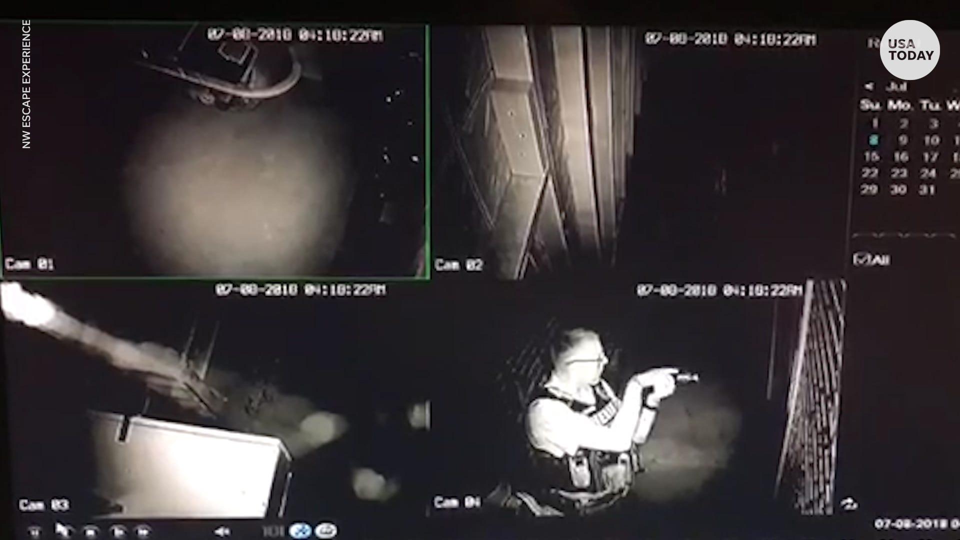 Burglar trapped in escape room, calls 911