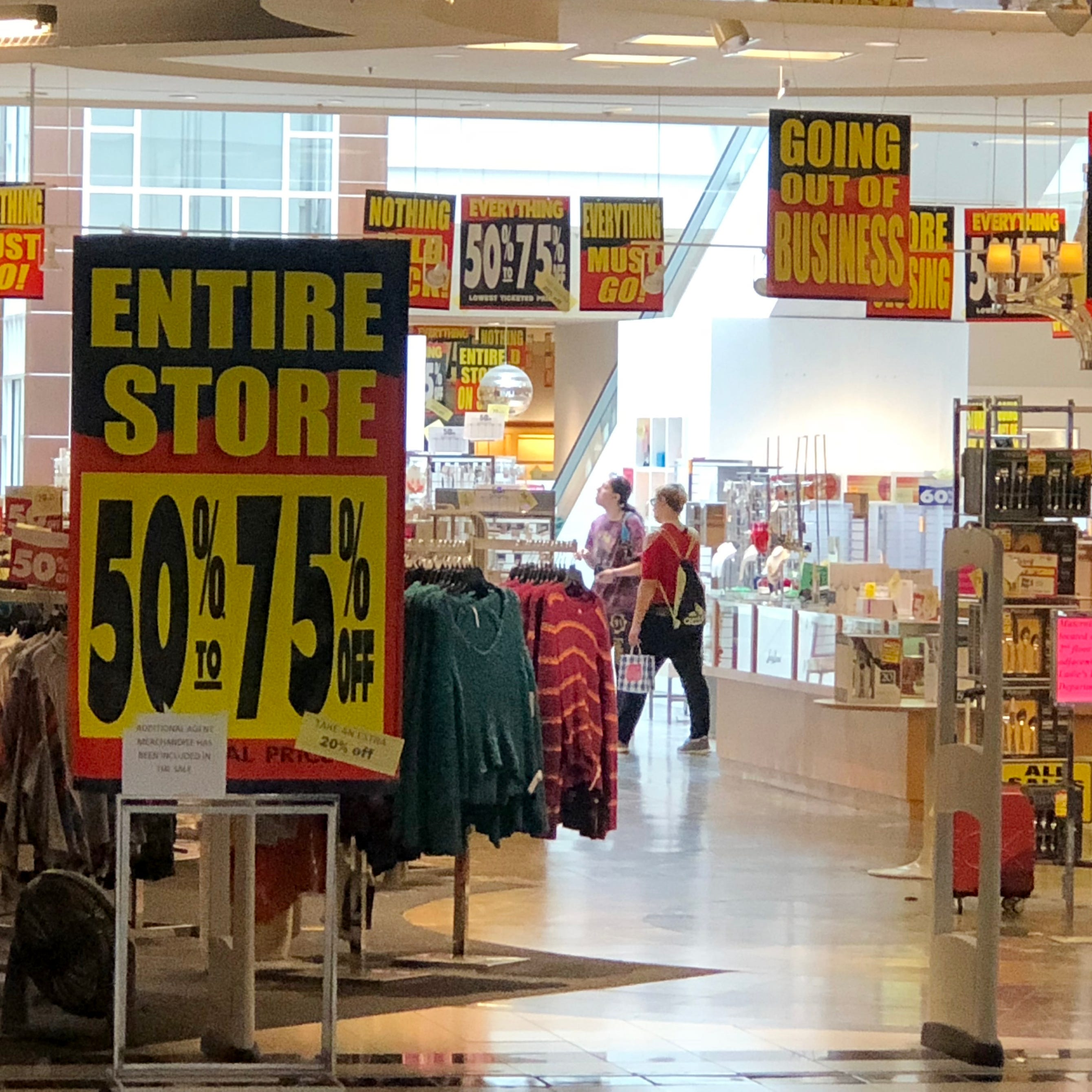This soon-to-close Carson's has no A/C as workers, shoppers sweat