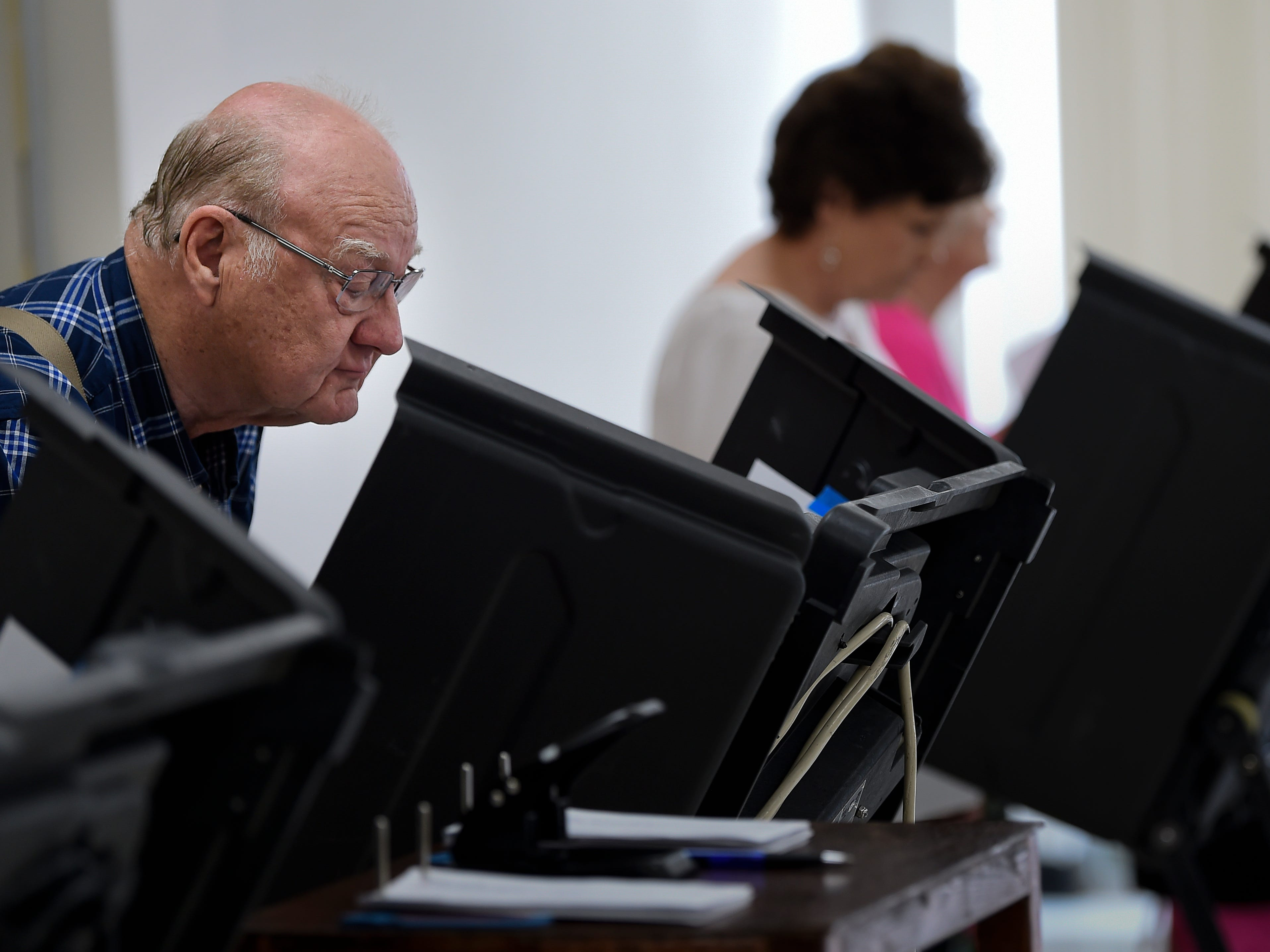 Early voting remains on the rise, still room for many last-minute decisions