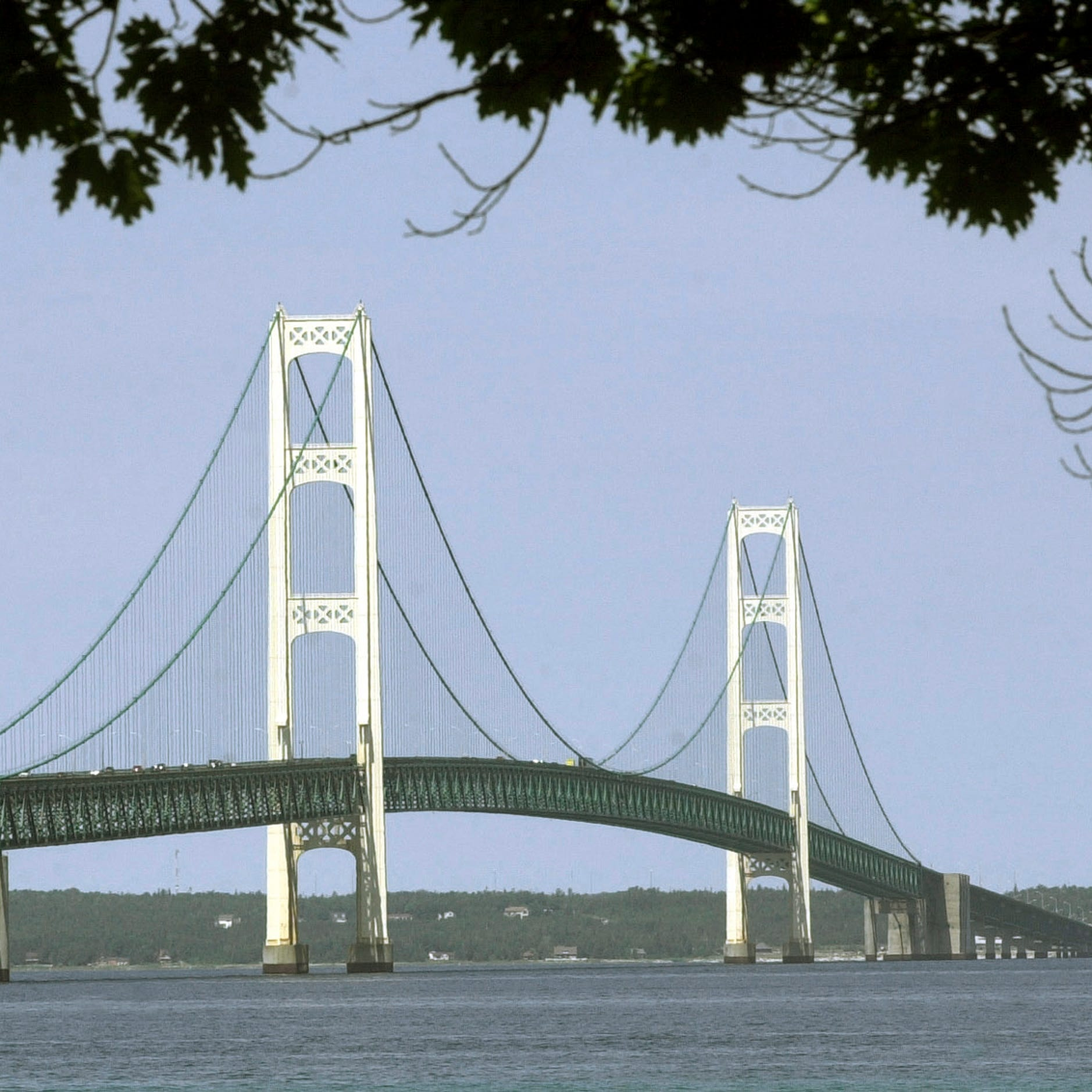 Strong winds blow through Michigan, shut Mackinac Bridge