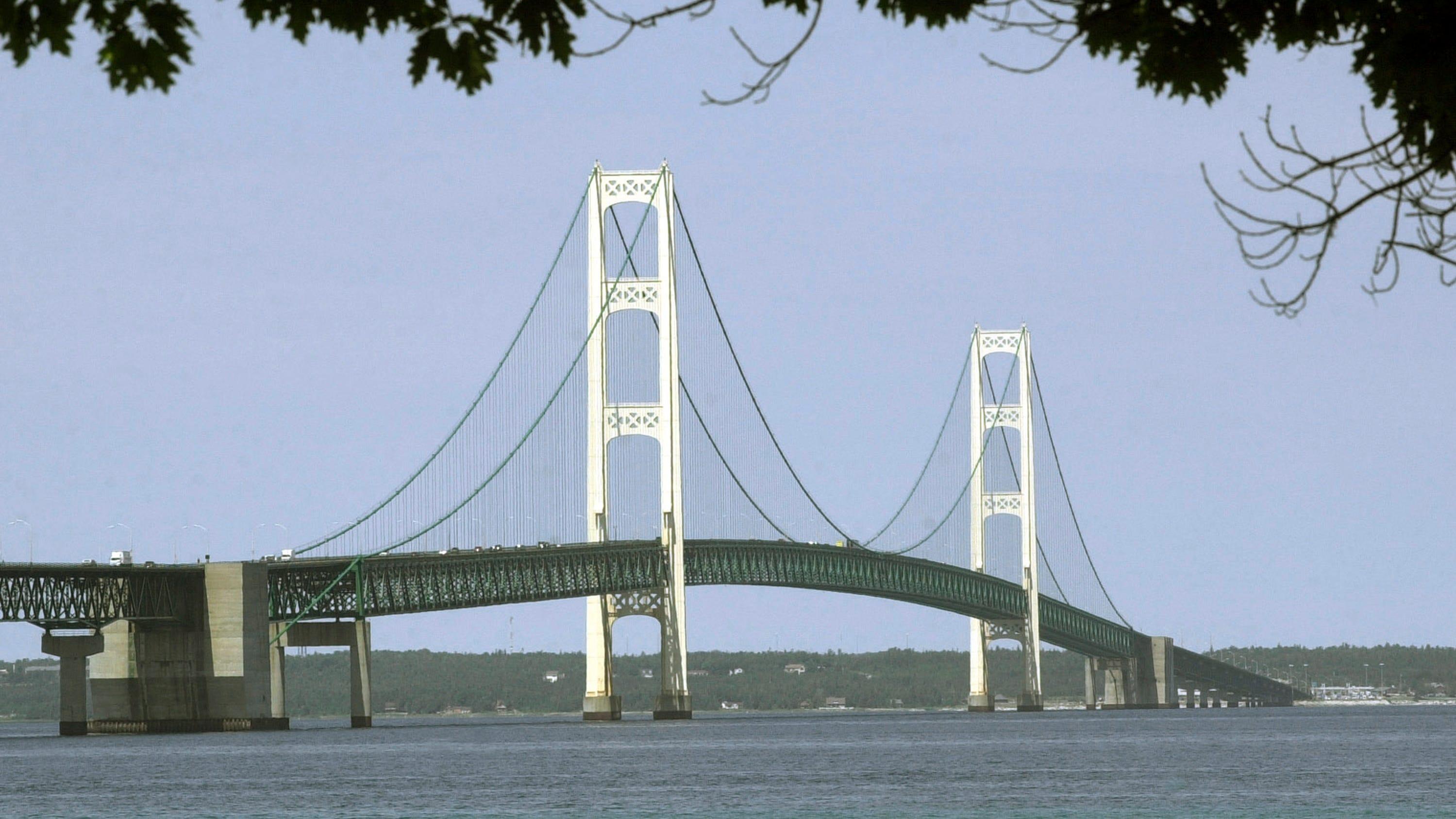 Strong winds blow through Michigan, shut Mackinac Bridge