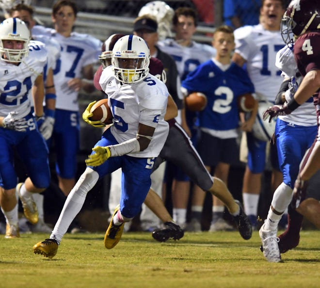 Sumrall wide receiver Dannis Jackson runs the ball in a game against Forrest County in 2017.