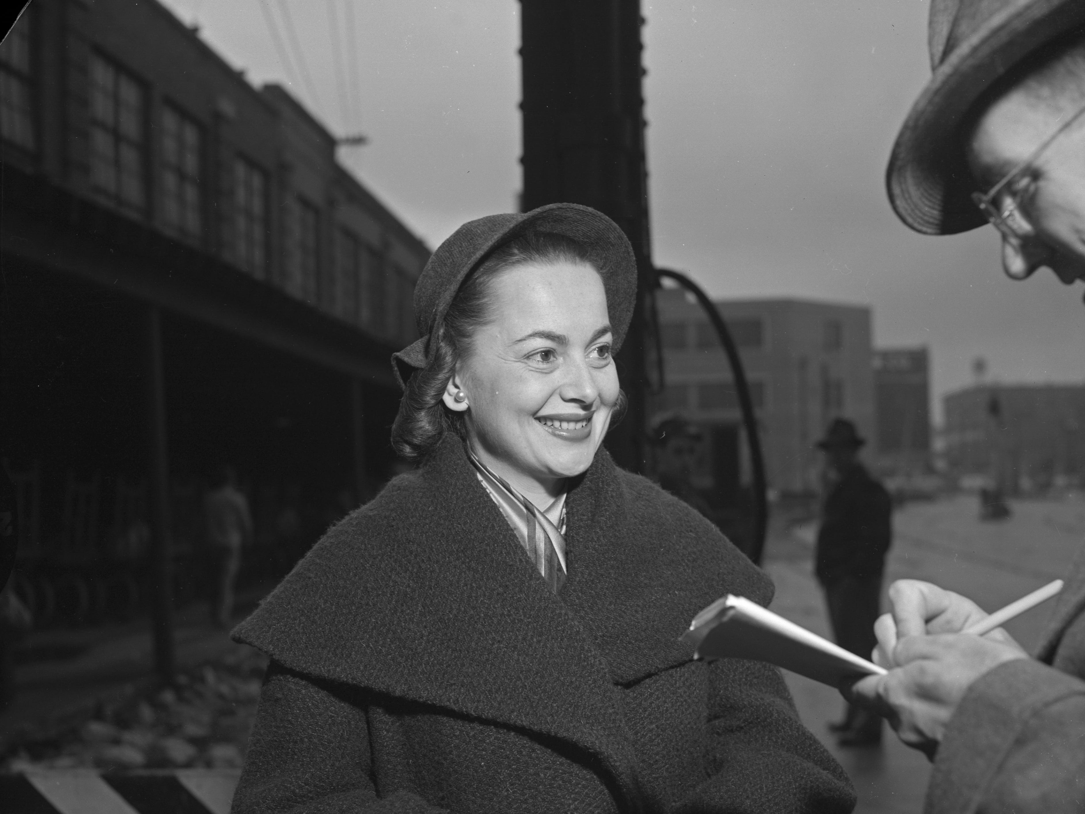 "Olivia de Havilland talks with a reporter at the Milwaukee Road Depot train station in Milwaukee Oct. 22, 1951. The two-time Oscar-winning actress was in town to appear in ""Candida"" at the Davidson Theatre. This photo was published in the Oct. 22, 1951, Milwaukee Journal. Read more at archive.jsonline.com/greensheet/337740641.html."