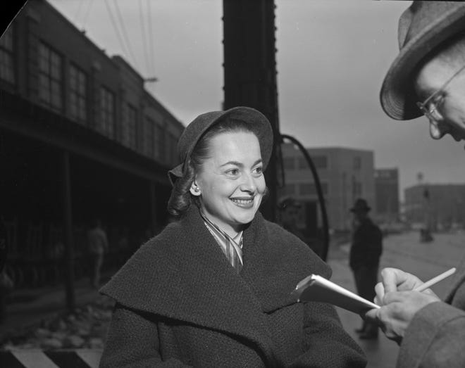"Olivia de Havilland talks with a reporter at the Milwaukee Road Depot train station in Milwaukee Oct. 22, 1951. The two-time Oscar-winning actress was in town to appear in ""Candida"" at the Davidson Theatre. This photo was published in the Oct. 22, 1951, Milwaukee Journal."