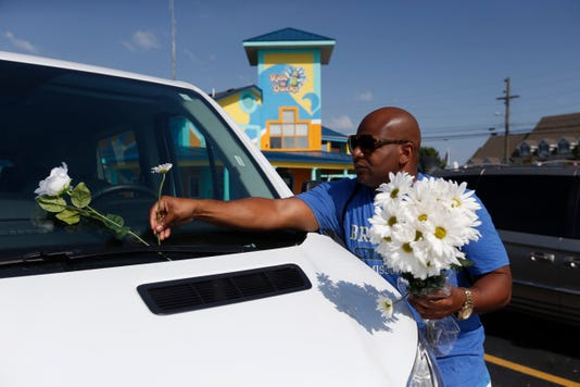 Branson Duck Boat Incident Flowers On Car 2