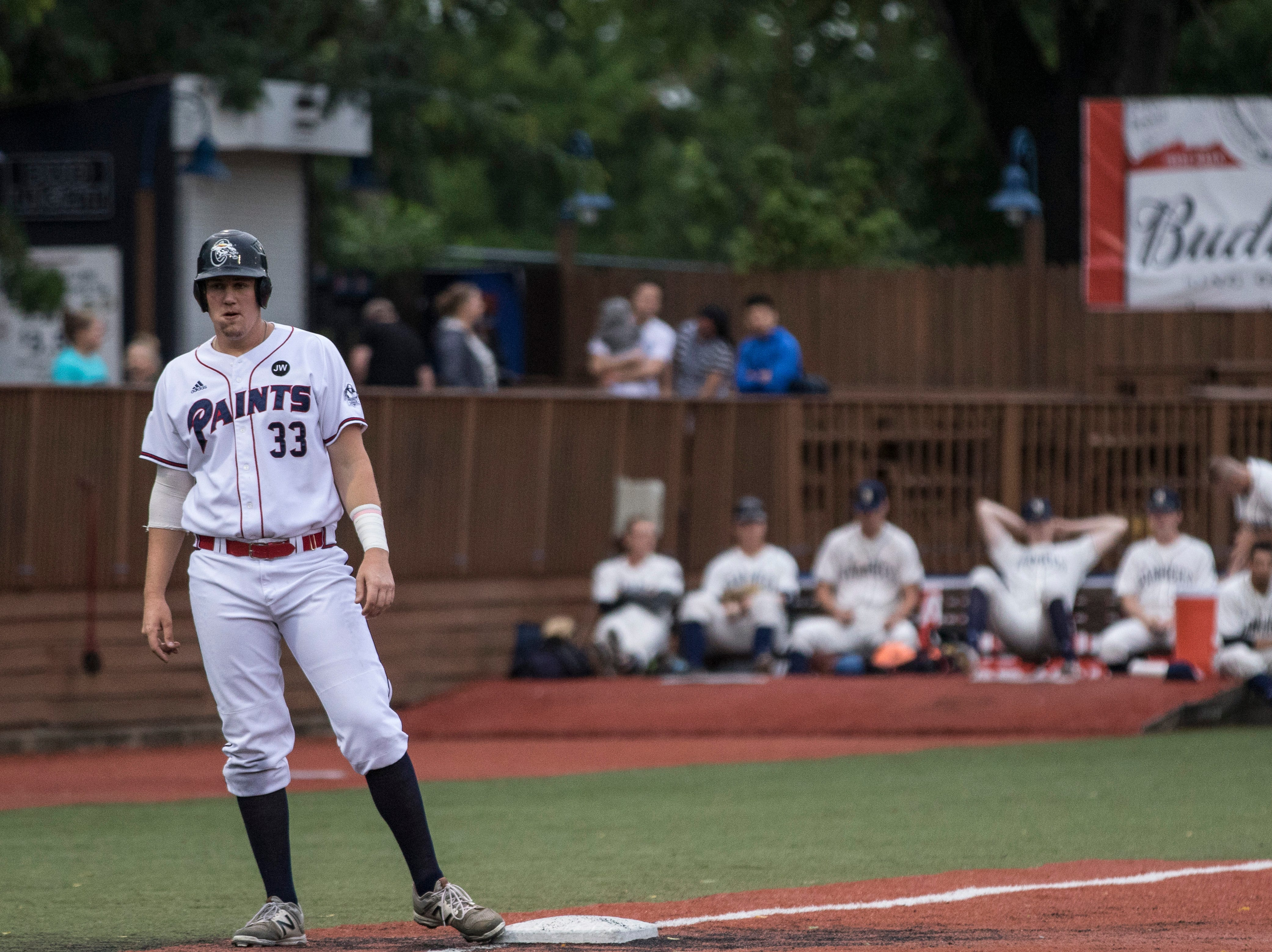 The Chillicothe Paints defeated the Butler BlueSox 10-5 on Saturday, but lost to the Kokomo Jackrabbits 5-0 on Sunday, dropping to second place.
