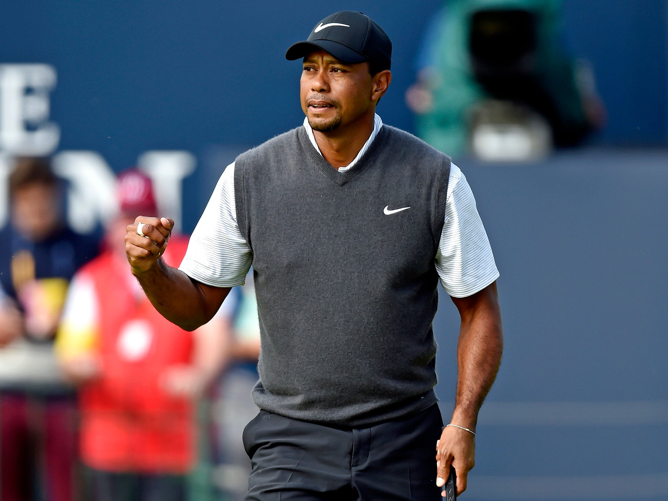 Tiger Woods fired a 5-under 66 in the third round at Carnoustie.