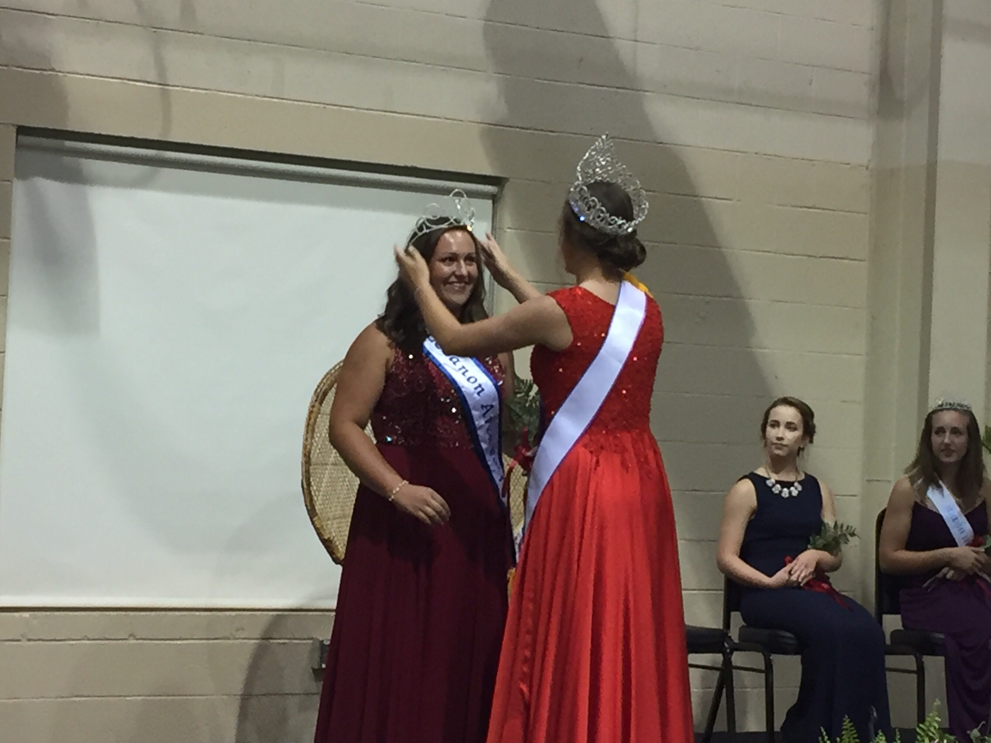 2017 Lebanon Fair Queen Liz Voight (right) crowns the 2018 winner, Madison Hetrick.