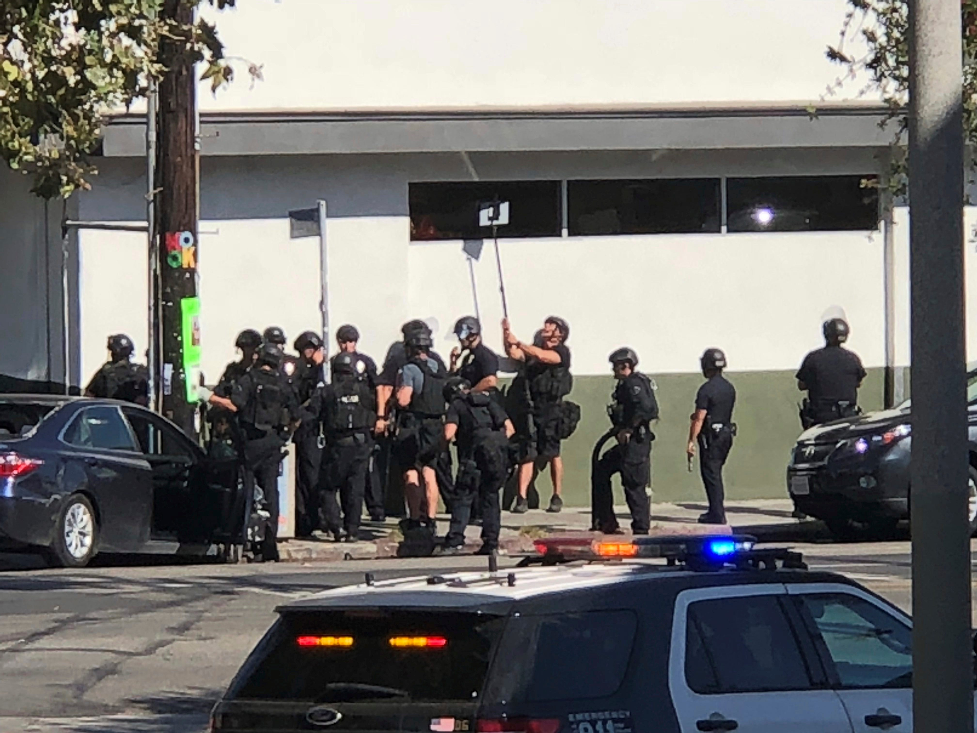 Los Angeles Trader Joe S Standoff Woman Killed Injured Suspect In