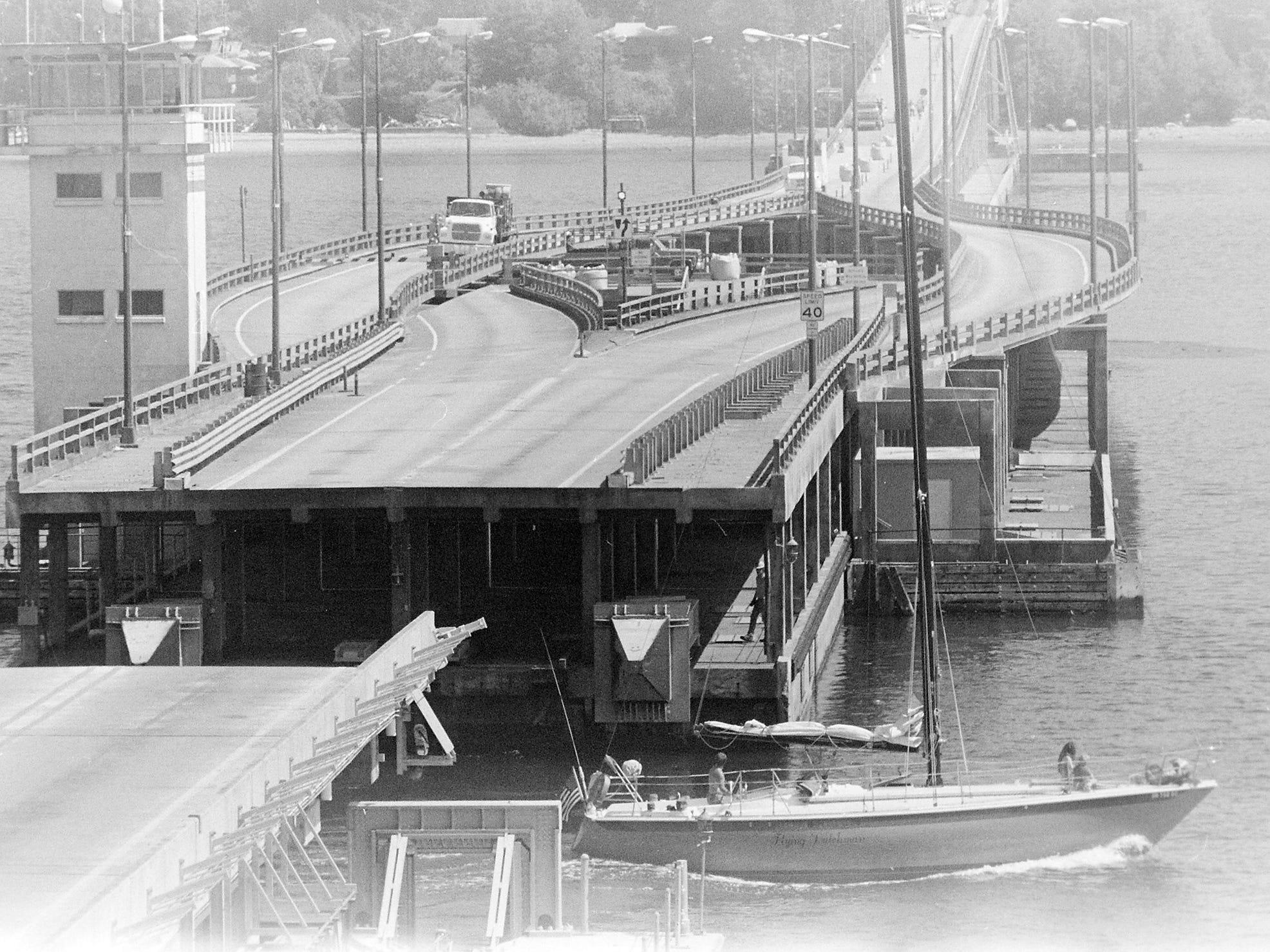 07/20/88Hood Canal Bridge