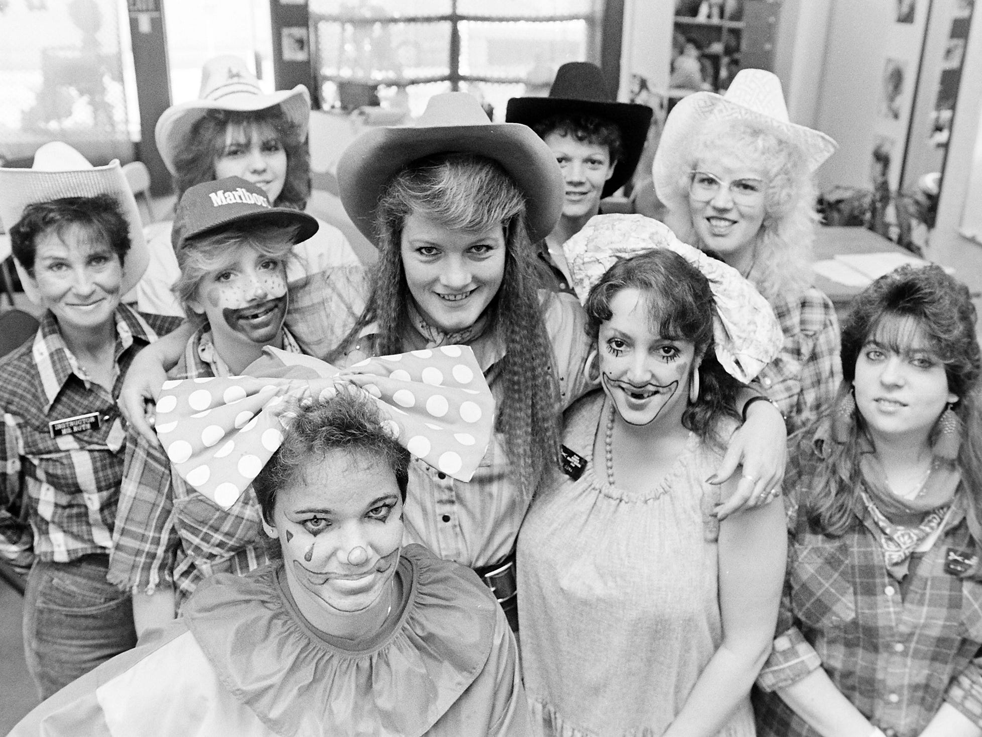 08/24/88Beauty School Dress-Up
