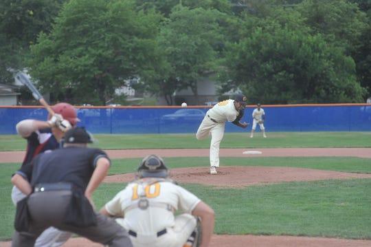 Jose De La Cruz pitches against the Licking County Settlers.